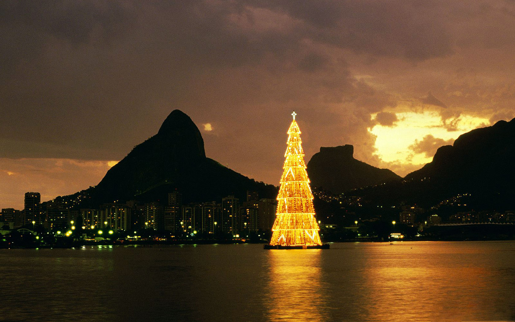 though christmas in brazil is in summer and its really hot in there they usually have a lot of traditions brought from the united states and europe - Christmas Traditions In Brazil