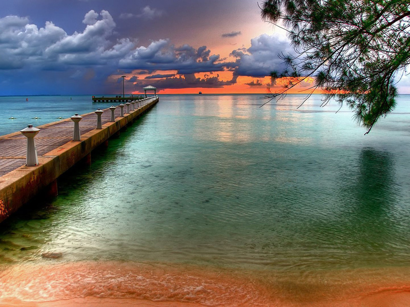 the colourful wallpaper of the sky at key west florida beach