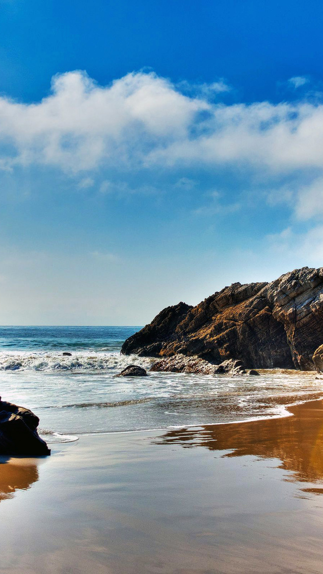 The Wallpaper Of Beach At Pacific Ocean In Malibu California