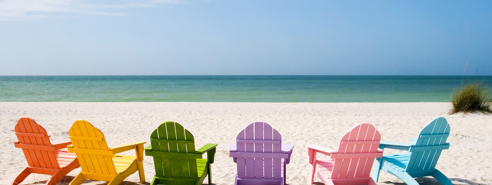 Delightful benches at the beach wallpaper
