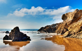 The wallpaper of beach at the Pacific Ocean in Malibu, California
