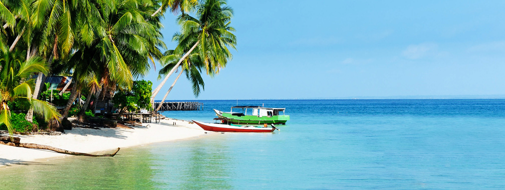 White sandy beach of the Derawan Islands wallpaper
