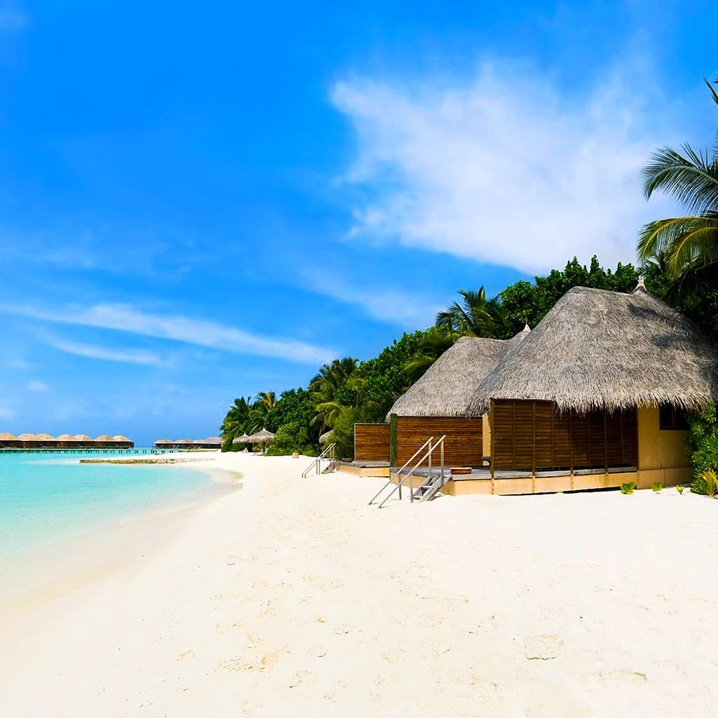 Island Beach Wallpaper: Beach Bungalows On The Tropical Island Wallpaper