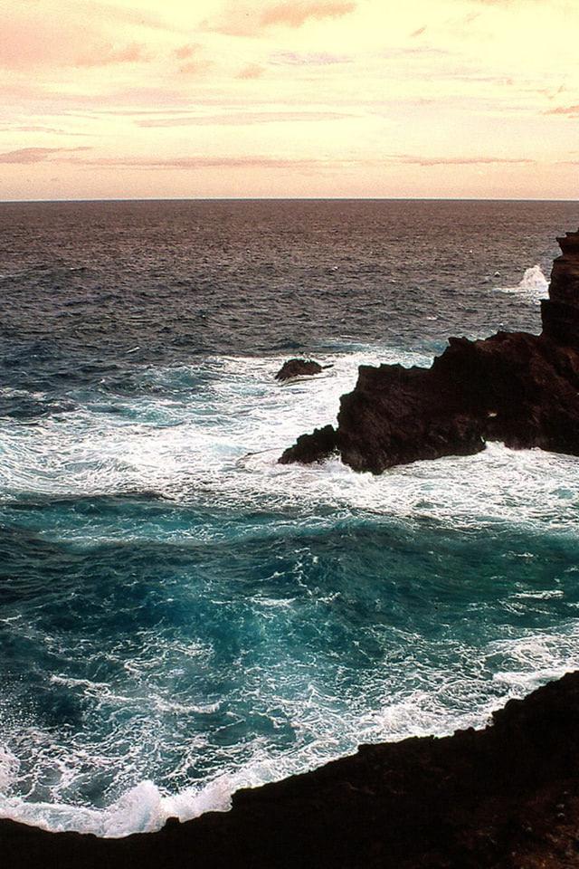 Beach Wallpaper Of Heavy Sea And Big Rocks Beach Wallpapers
