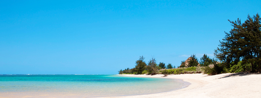 A turquoise lagoon on the Southern coast of Mauritius wallpaper