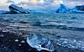 Beautiful cold landscape picture of Icelandic glacier lagoon bay