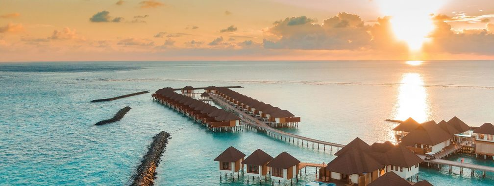 Beautiful scenery over small cottages in the Maldives