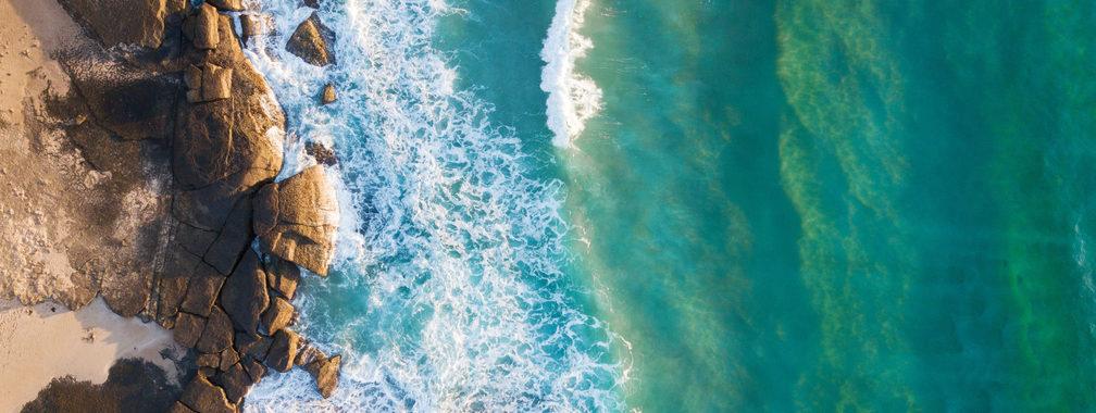Splashing waves in Kioloa, Australia