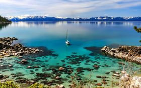 Stunning Sierra Nevada mountain range on the Lake Tahoe