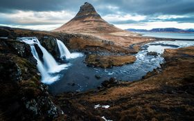 The stunning waterfall at Kirkjufellsfoss, Iceland