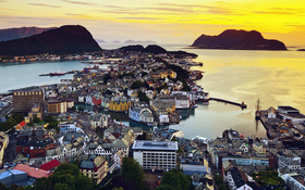 The wallpaper of beautiful morning in Alesund, Norway