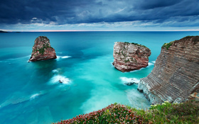 The wallpaper of the amazing blue seawater