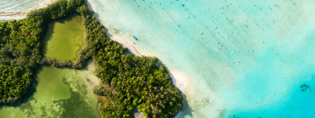 Turquoise water and peace on white-sand beaches in Thinadhoo, Maldives